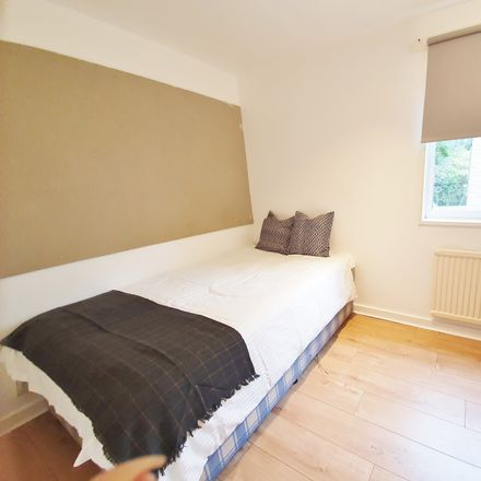 Rent this 6 bed room on Norfolk Park in Sheffield, England