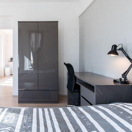 Rent this 3 bed room on 56 Rue du Onze Novembre in 42100 Saint-Étienne, France