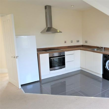 Rent this 2 bed apartment on Monty's in Railway Terrace, Penarth CF64 1JJ