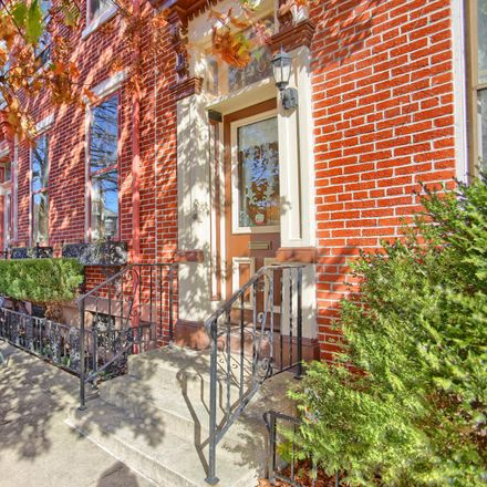 Rent this 3 bed townhouse on 1207 Green Street in Harrisburg, PA 17102