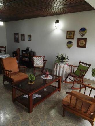 Rent this 5 bed apartment on Calle 21 in Las Américas, Comuna San José