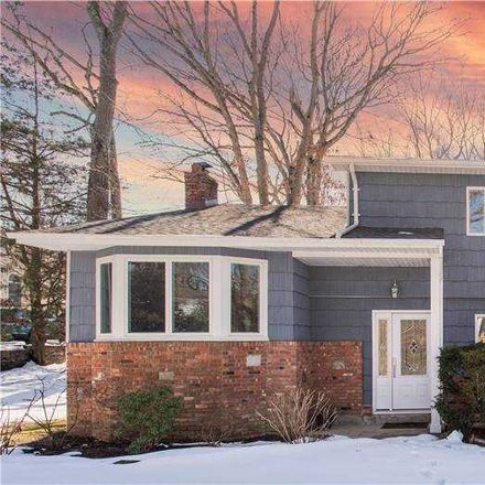 Rent this 4 bed house on Gables Ct in Huntington Station, NY