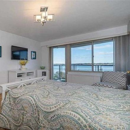 Rent this 2 bed condo on Cross Island Parkway in New York, NY 11359