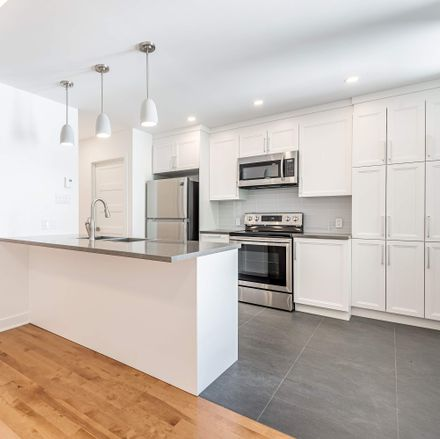 Rent this 1 bed apartment on 351 Rue Delinelle in Montreal, QC H4C 1S5