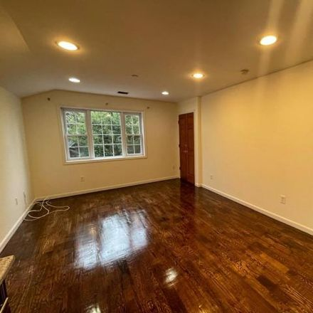Rent this 3 bed house on 2725 Hering Avenue in New York, NY 10469