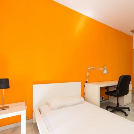 Rent this 5 bed room on Calle Nueva de la Virgen in 9, 18005 Granada