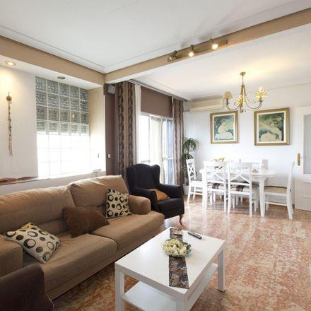 Rent this 3 bed apartment on CEIP San Juan de Ribera in Avenida Kansas City, 41007 Seville