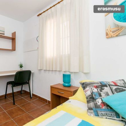Rent this 3 bed room on Calle Alpargateros Baja