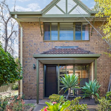 Rent this 3 bed townhouse on 6/12 Katherine Street