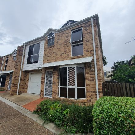 Rent this 3 bed townhouse on 10/27-35 Lani Street