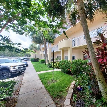 Rent this 2 bed condo on 2022 Camelot Drive in Coachman, FL 33763