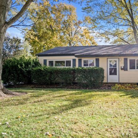 Rent this 3 bed house on 913 Green Avenue in Normal, IL 61761