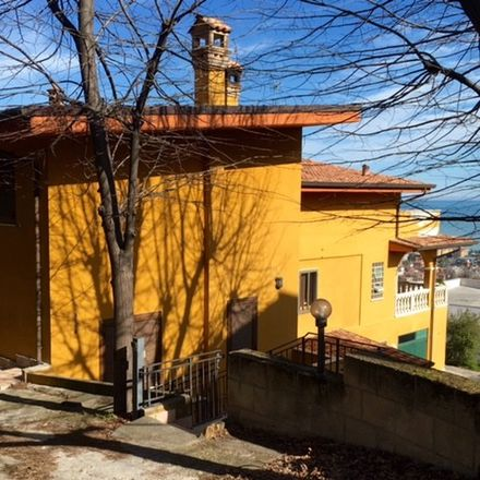Rent this 2 bed room on Str. del Palazzo in 91, 65125 Pescara PE