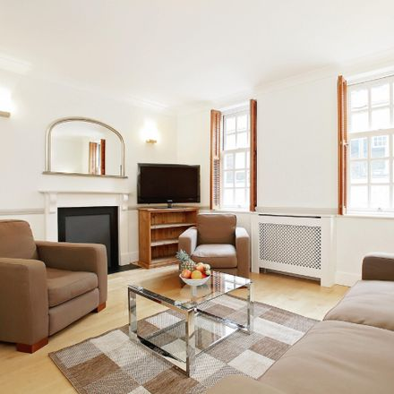 Rent this 3 bed apartment on London