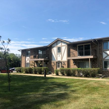 Rent this 1 bed townhouse on 79th St in Hinsdale, IL