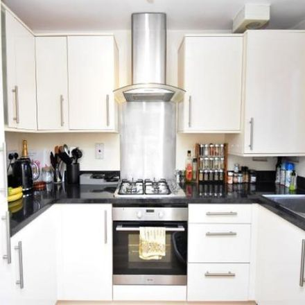 Rent this 2 bed house on Munro House in Park Avenue, Thatcham RG18 4LH