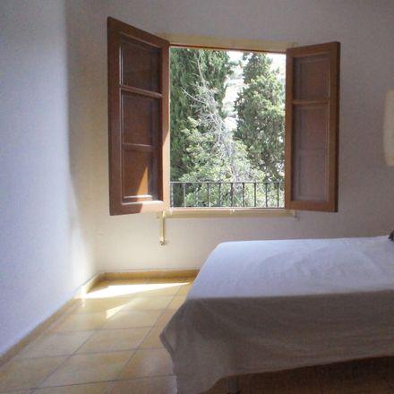 Rent this 2 bed room on Calle Veredillas de San Agustín in 12, 18010 Granada
