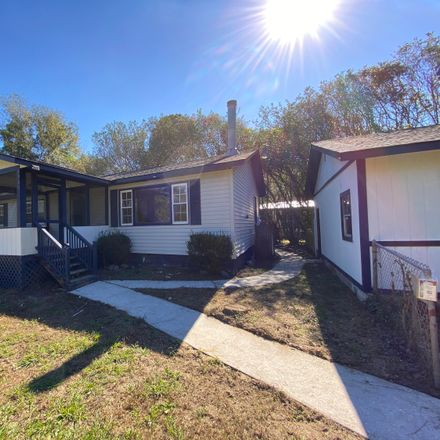Rent this 3 bed house on Colonial Dr in Beaufort, SC
