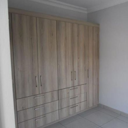 Rent this 4 bed apartment on Linksfield Primary School in Club Street, Johannesburg Ward 72