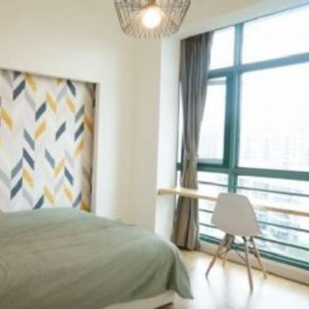 Rent this 5 bed apartment on Regents Park Shanghai in 88 Huichuan Road, 天山三村
