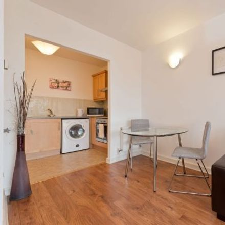 Rent this 2 bed apartment on Mayor Square in IFSC II, Mayor Square