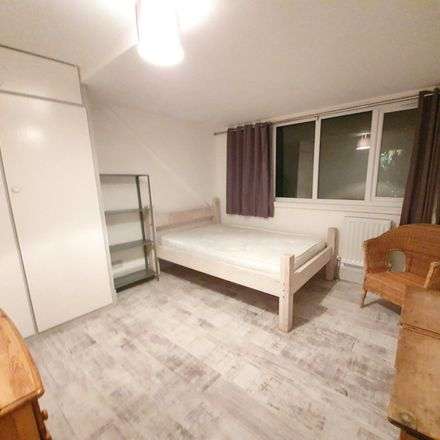 Rent this 5 bed room on 118 Cowlishaw Road in Sheffield S11 8XF, United Kingdom