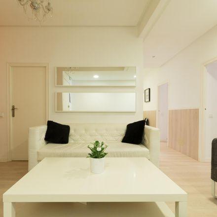 Rent this 3 bed apartment on Los Sauces in Calle del Conde de Peñalver, 35