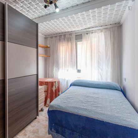 Rent this 3 bed room on La Aldea in Carrer del Poeta Serrano Clavero, 46025 Valencia