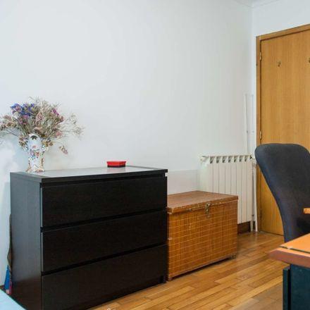 Rent this 2 bed room on Piscina Municipal da Constituição in Rua Almirante Leote do Rego, 4250-168 Cedofeita