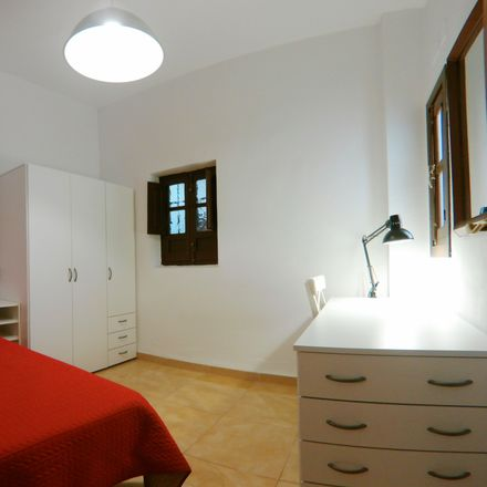 Rent this 1 bed room on Bombón Café in Calle Buensuceso, 18002 Granada