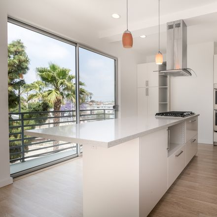 Rent this 3 bed apartment on Culver Dr in Los Angeles, CA