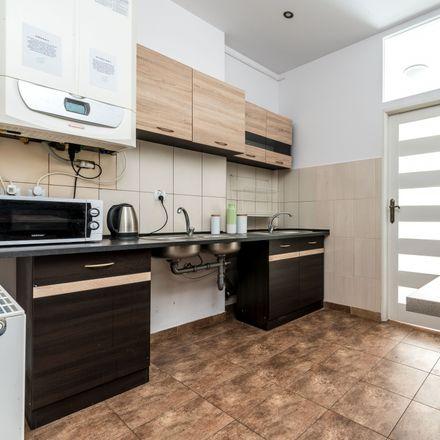 Rent this 8 bed room on Feliksa Nowowiejskiego 6 in 61-727 Poznań, Poland