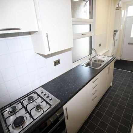 Rent this 2 bed house on Heaton Avenue Primary School in South Parade, Spen BD19 3AE