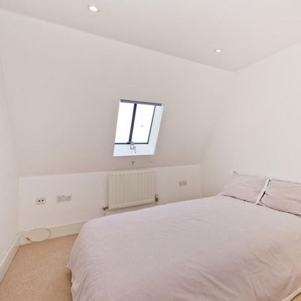 Rent this 2 bed apartment on Kentish Gardens in Tunbridge Wells TN2 5NX, United Kingdom