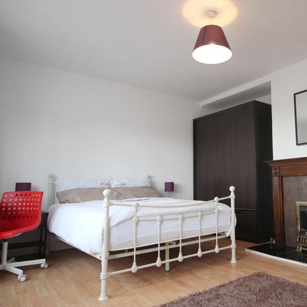 Rent this 3 bed room on Susannah Street in London E14 6LS, United Kingdom