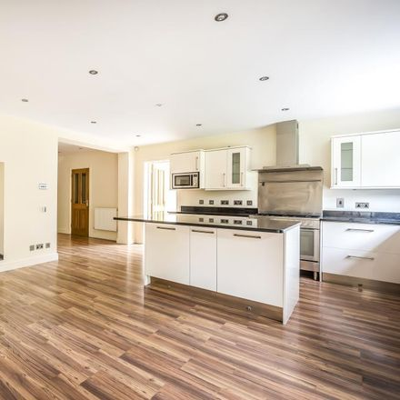 Rent this 5 bed house on Wellington Avenue in Knowlehill GU25 4QY, United Kingdom
