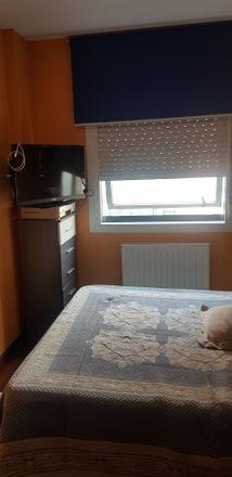 Rent this 3 bed room on Rúa das Teixugueiras in Vigo, Pontevedra