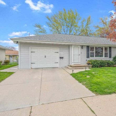 Rent this 3 bed house on 1613 South Oneida Street in Green Bay, WI 54304