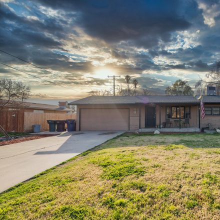 Rent this 3 bed house on Sunset Avenue in Tulare, CA 93274-8029