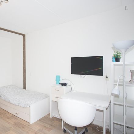 Rent this 4 bed room on Gasthuislaan 232 in 2611 RC Delft, The Netherlands