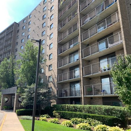 Rent this 2 bed condo on 6340 Americana Drive in Willowbrook, IL 60527