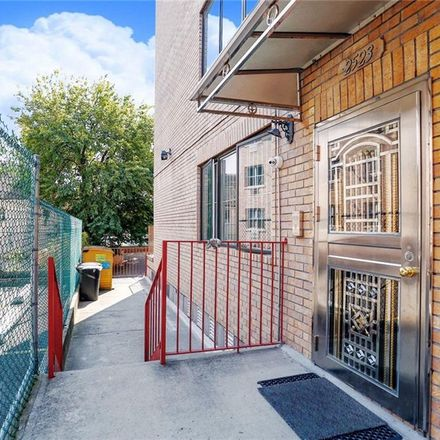 Rent this 3 bed condo on W 15th St in Brooklyn, NY