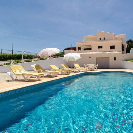 Rent this 4 bed house on 8400-427 Lagoa e Carvoeiro