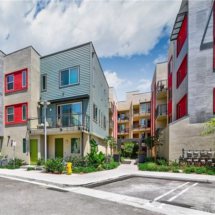 Rent this 3 bed condo on Irvine