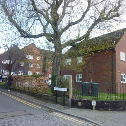 Rent this 2 bed apartment on Rickmansworth in Swan Close, Rickmansworth WD3 1AE