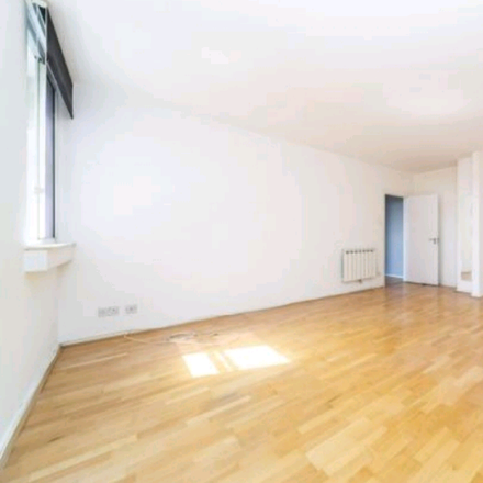 Rent this 1 bed room on Fitzroy Court in Saddle Mews, London CR0 2FZ