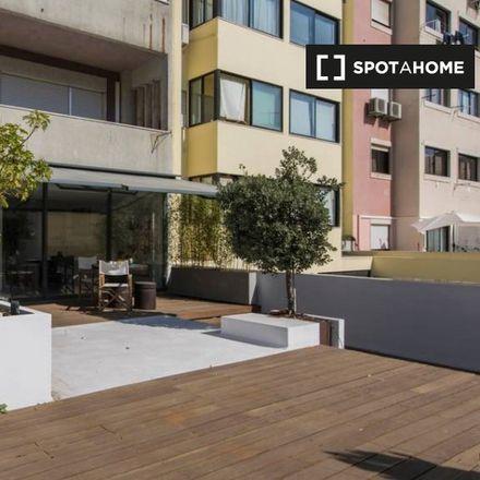 Rent this 1 bed apartment on Rua de Santa Marta in 1050-096 Santo António, Portugal