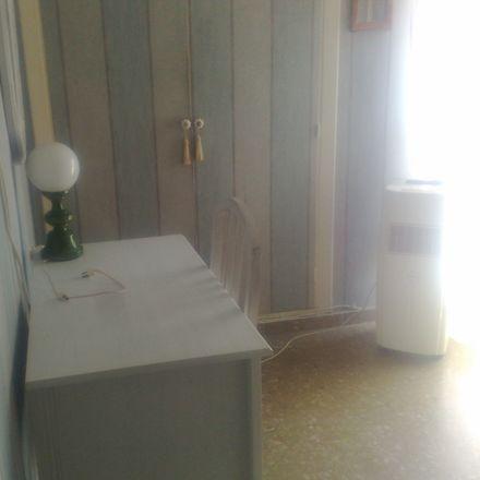 Rent this 4 bed room on Pasaje Mendivil in Málaga, España