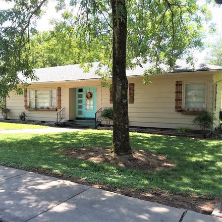 Rent this 4 bed house on 254 Knox Street in Huntingdon, TN 38344