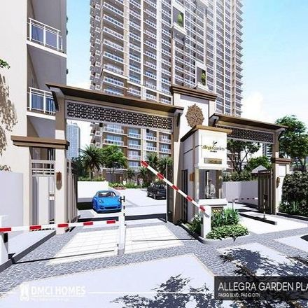Rent this 3 bed condo on Rizal Medical Center in 425 Pasig Boulevard, Pasig